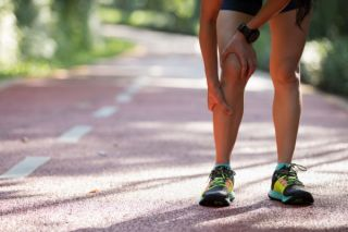 woman runner with shin splint and knee pain