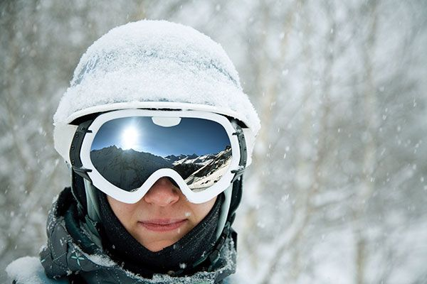 woman skiing with goggles